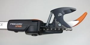 Foto vom Schneidkopf der Fiskars UPX86 Teleskop Schneidgiraffe